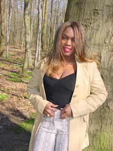 Justine im Wald...